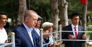 Cumhurbaşkanı, Ömer Halisdemir'in kabrini ziyaret etti