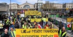 Fransa'da Sarı Yelekliler yasağa rağmen sokaklarda