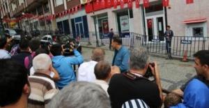 Rizeliler Başkan Erdoğan'ı görüntüleyebilmek için çabaladı