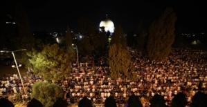 Mescid-i Aksa'da teravih namazı