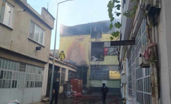 Bursa'da korkutan yangın plastik atölyesi küle döndü