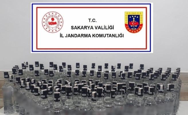 Jandarma durdurduğu araçta 140 şişe sahte rakı ele geçirdi