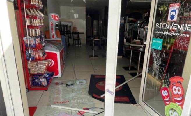 Fransa'da PKK yandaşlarından Türk restoranlarına çirkin saldırı