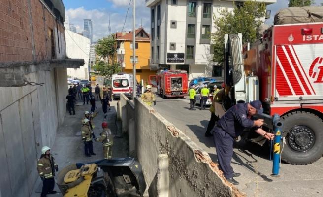 Ataşehir'de feci kaza: Silindir aracının altında kalan işçi can verdi