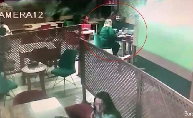 İnternetten tanıştığı kadının önce parasını çaldı, sonra hesabı ödeyip kaçtı: O anlar kamerada