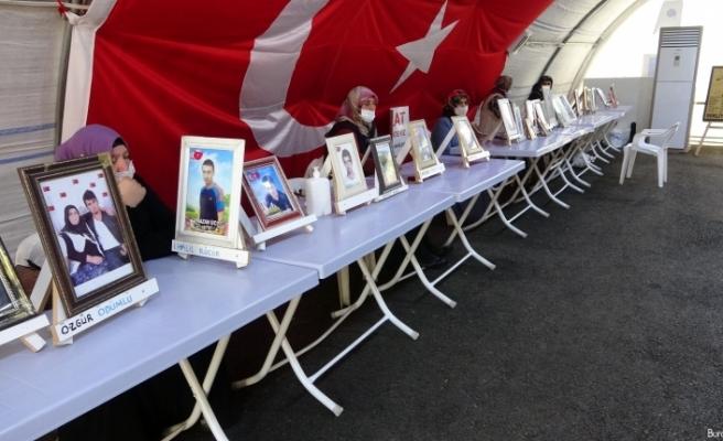 """""""Onların çocukları Avrupa'da yaşıyorlar bizimkiler dağda cenazeleri bile göremiyoruz"""""""