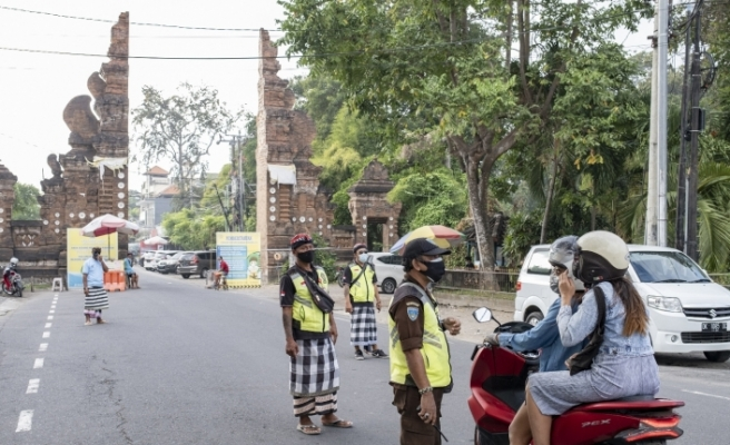 Bali kapılarını yabancı turistlere yeniden açtı