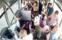 Otobüs şoförü yolcularla birlikte hastayı acile götürdü
