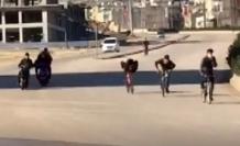 Kısıtlamaya uymayan çocukların bisikletle tehlikeli yolculuğu pes dedirtti