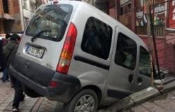 Ehliyetsiz sürücü kaldırımda duran çocuğa çarptı