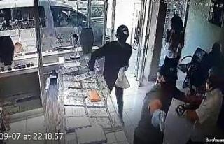 Adana'da 29 saniyelik kuyumcu soygunu güvenlik...