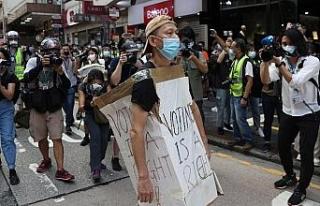 Hong Kong'da sokaklar yine karıştı: En az 90...