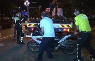Polisin 'dur' ihtarına uymayan silahlı motosikletli...