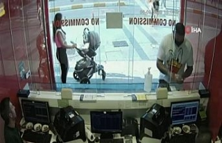 Taksim'de şaşkına çeviren telefon hırsızlığı...