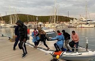 Yunanlılar tarafından geri itilen 10 düzensiz göçmen...