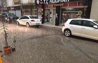 Aniden başlayan yağmur ve dolu yağışı hayatı...