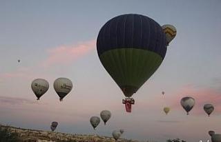 Kapadokya'da gökyüzünde 29 Ekim Cumhuriyet Bayramı...