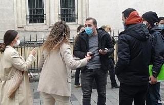 """Polise """"Kapa çeneni"""" diyen kadın turistler gözaltına..."""