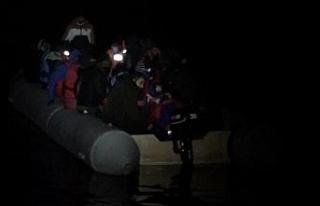 İzmir'de 56 göçmen kurtarıldı