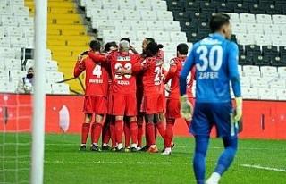 Beşiktaş, sahasında Çaykur Rizespor'u 1-0 yenerek...