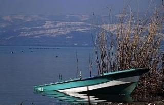 Sapanca Gölü yükseldi, karaya oturan kayıklar...