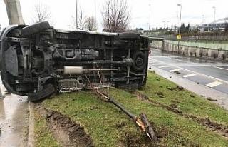 Bakırköy'de kontrolden çıkan araç yan yattı:...