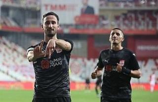 Sivasspor'da Erdoğan Yeşilyurt, gol sayısını...