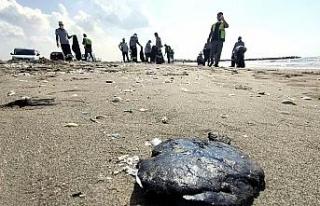 Petrol sızıntısı Mersin sahillerini tehdit ediyor