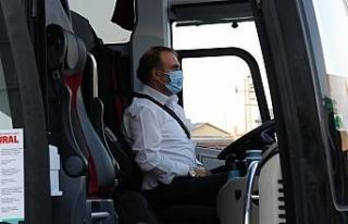 Yol ortasındaki kavganın hedefi olan otobüs şoförü...
