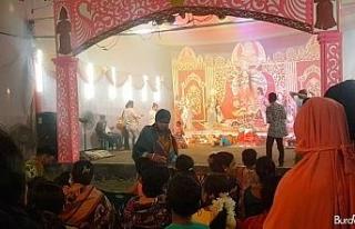 Bangladeş'te 'Durgapuja' kutlamaları renkli...