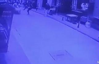 Beyoğlu'nda hareketli anlar: Polisten kaçan motosikletliyi...