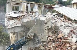Bursa'nın tarihini gölgeleyen binaların yıkımı...
