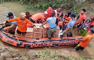 Filipinler'i vuran tropikal fırtınada can kaybı...