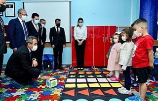 Milli Eğitim Bakanı Özer, öğrencilerle satranç...