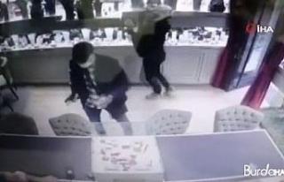 Nişantaşı'nda kuyumcuda silahlı soygun kamerada