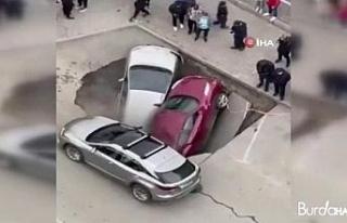 Rusya'da sıcak su borusu patladı, araçlar su...