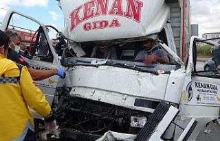Zincirleme kazada kamyonda can pazarı