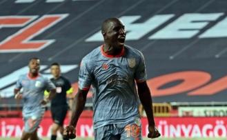 Başakşehir'de Demba Ba'nın sözleşmesi feshedildi