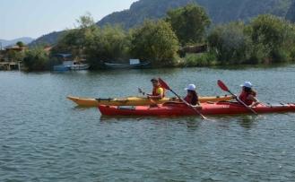 Yangın bölgelerindeki çocuklar su sporları ile tanıştı