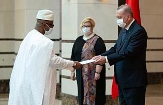 Büyükelçi Kai-Samba'dan Cumhurbaşkanı Erdoğan'a güven mektubu