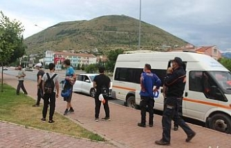 Dağda mahsur kalan 8 genci AFAD kurtardı