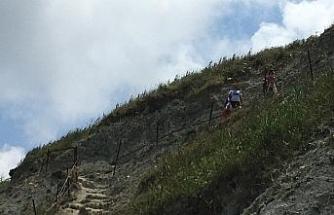 Karaburun Plajında tehlike saçan merdiven