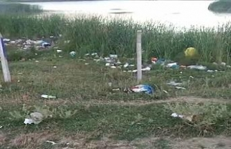 Piknikçilerin akın ettiği İmrahor Gölü ve çevresi çöplüğe döndü