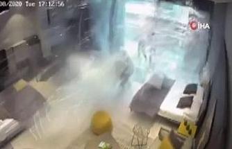 Beyrut'taki şiddetli patlama bir kadını metrelerce uzağa fırlattı