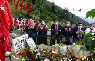 Eren Bülbül şehit edilişinin 3. yıldönümünde mezarı başında anıldı
