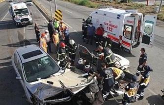 Aşırı sürat kaza getirdi, iki otomobilin çarpışma anı kamerada: 6 yaralı