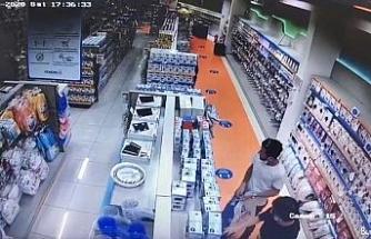 Bebek ve parfüm mağazasını soyan hırsızlar tutuklandı...O anlar kamerada