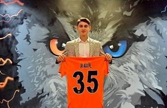 Medipol Başakşehir, Ravil Tagir ile 3 yıllık sözleşme imzaladı