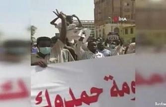 Sudan'da Başbakan Hamduk ve hükümet karşıtı protesto