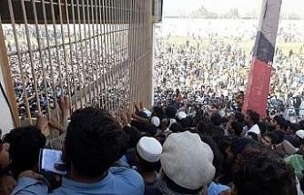 Afganistan'da Pakistan Konsolosluğu önünde izdiham: 15 ölü, 12 yaralı